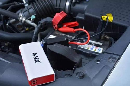 昂佳汽车应急启动电源连接汽车电瓶